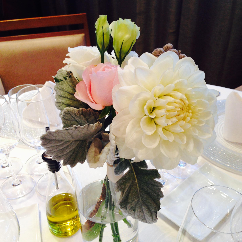 結婚式場のゲストテーブルフラワー
